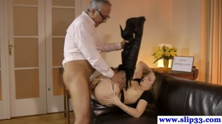 Oldvsyoung babe analfucked and loves facial