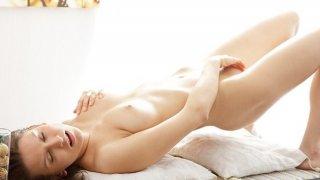 Artistic porn video shows a hottie masturbating