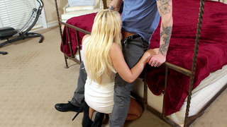 Kagney Linn Karter drops on her knees and does a deepthroat