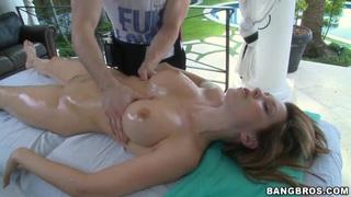 Courtney Cummz has her pierced pussy massaged
