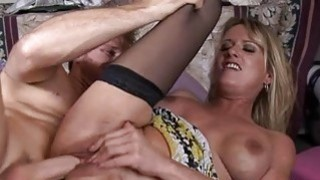 Mature sucks pecker and wants for hardcore fucking