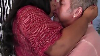 Plump ebony spreads buttocks and gets pussy invaded