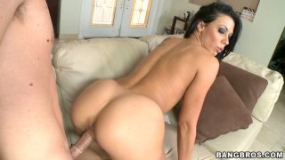 Full figured brunette kitty Rachel Starr gets pounded doggystyle
