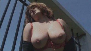 Busty BBW drills her punani with meety dildo